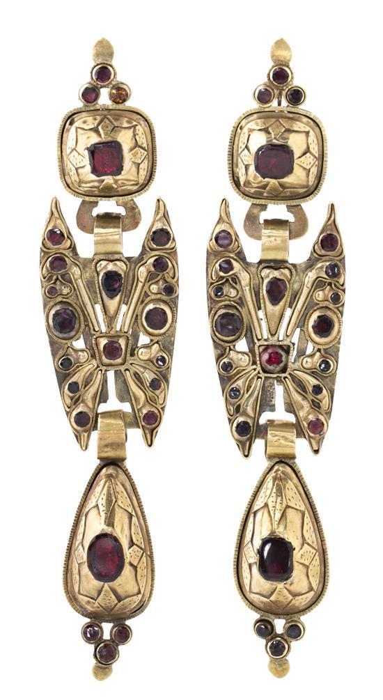Pendientes largos en oro y pedrería, del siglo XIX