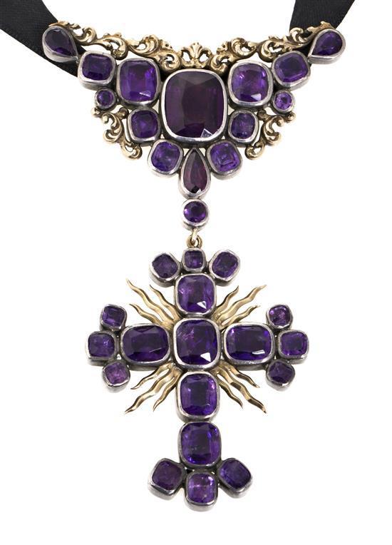 Cruz colgante de amatistas, del siglo XIX