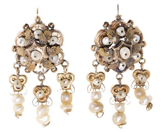 Pendientes largos de perlas, de principios del siglo XIX