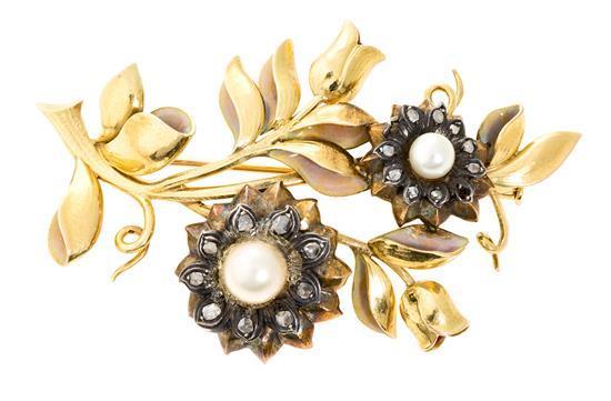 Broche floral en oro, de principios del siglo XX