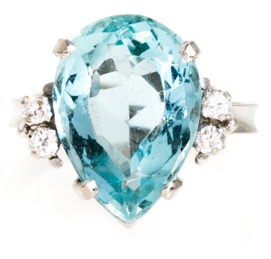 Sortija de aguamarina y diamantes