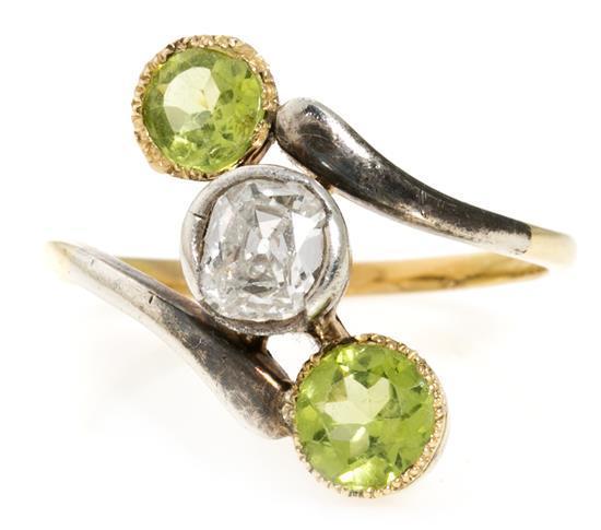 Sortija lanzadera de diamante y peridotos