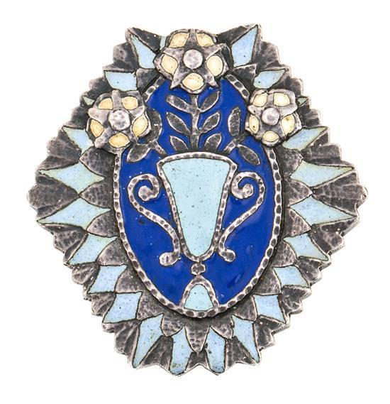 Broche noucentista en plata, hacia 1930