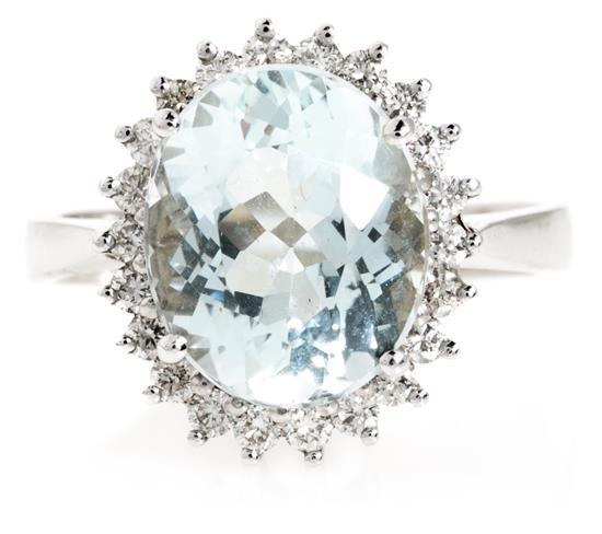 Sortija de aguamarina orlada de diamantes