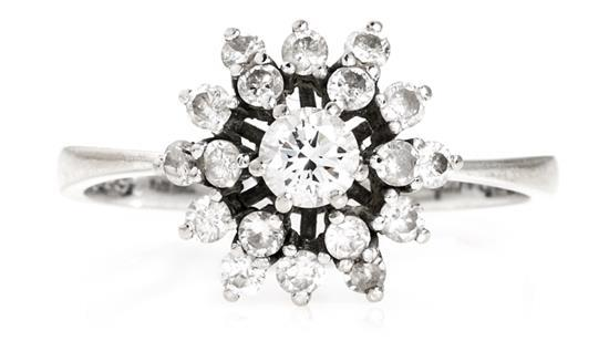 Sortija rosetón de diamantes, de la segunda mitad del siglo XX