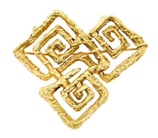 Broche en oro en forma de greca