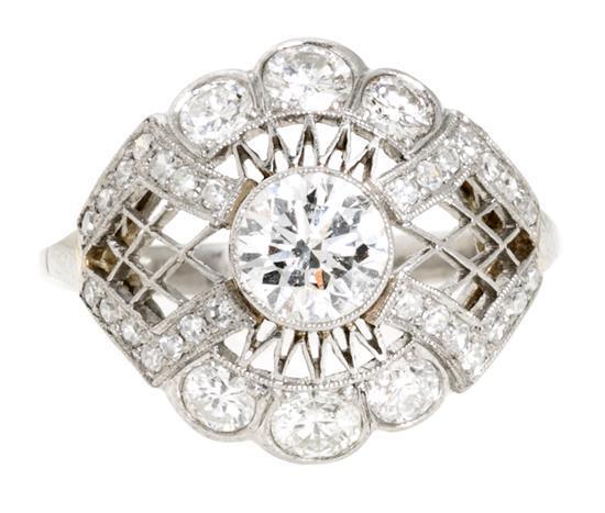Sortija bombée de diamantes de estilo Art Déco