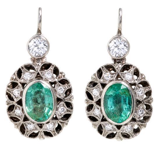 Pendientes colgantes de esmeraldas y diamantes