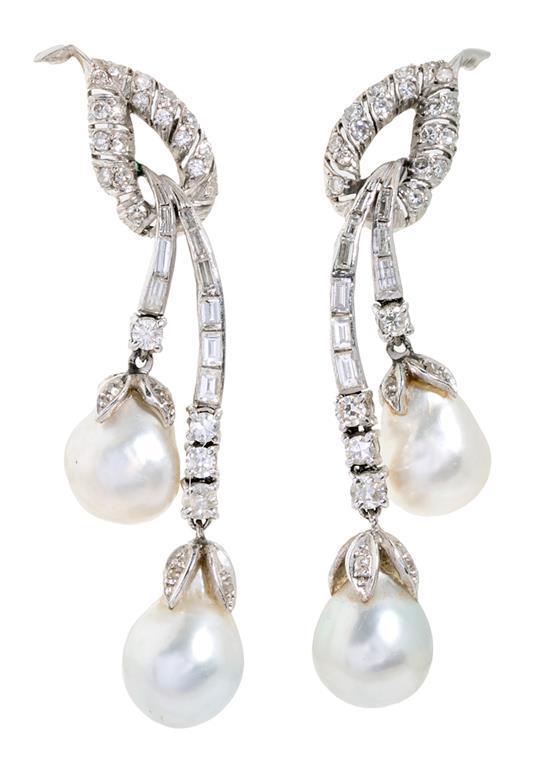 Pendientes largos de perlas y diamantes, hacia 1950