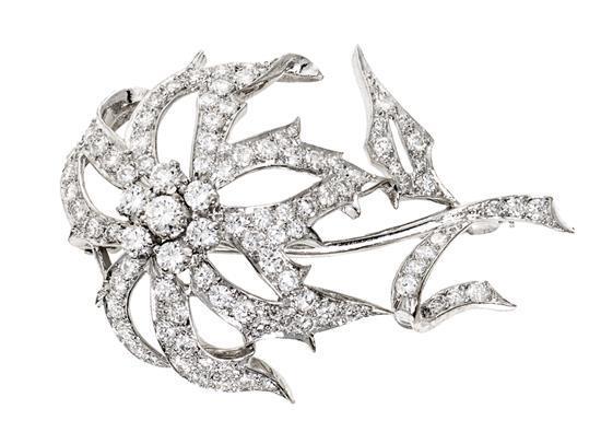 Broche floral de diamantes