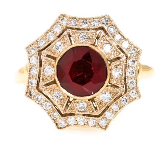 Sortija de granate orlado de diamantes de estilo Art Déco