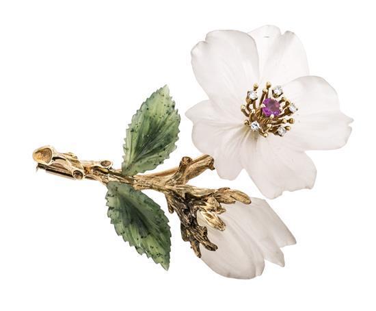 Broche floral en oro y pedrería, de la segunda mitad del siglo XX