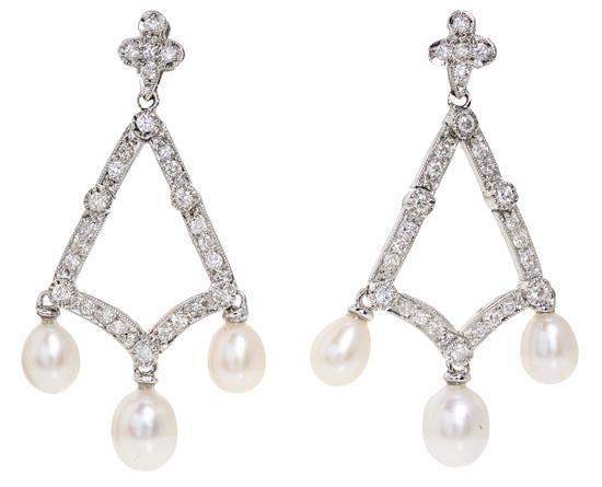 Pendientes largos de perlas y diamantes