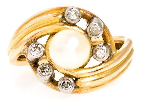 Sortija de perla central y diamantes, de mediados del siglo XX