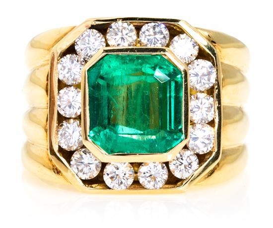 Sortija de esmeralda y diamantes, del último cuarto del siglo XX