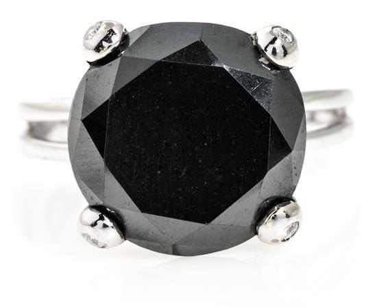 Joyería Tous, sortija solitario con diamante negro