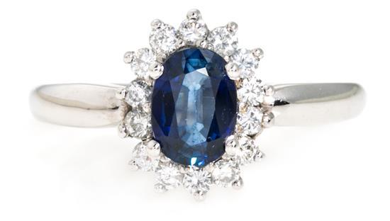 Sortija rosetón de zafiro y diamantes