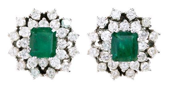 Conjunto de pendientes y sortija de esmeraldas y diamantes, de mediados del siglo XX