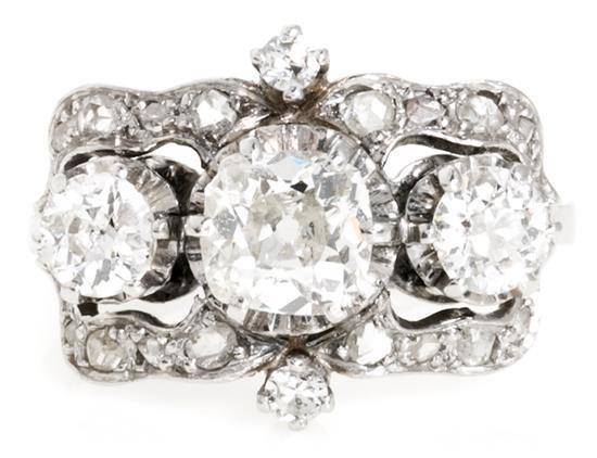 Sortija tresillo de diamantes, de la primera mitad del siglo XX