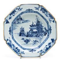 Plato chino ingleteado en porcelana de Compañía de Indias, de finales del siglo XVIII