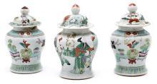 Juego de tres tibores chinos en porcelana, de finales del siglo XIX