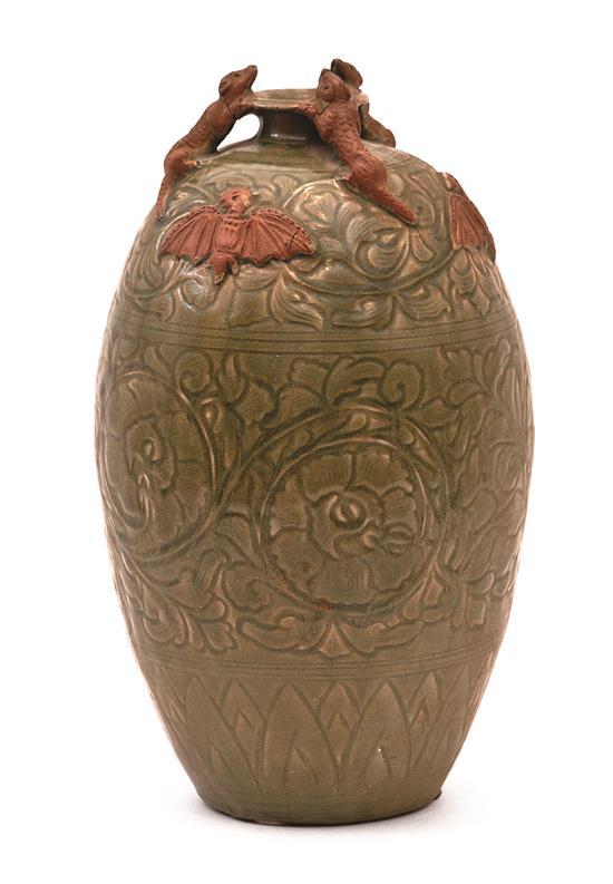 Chinese Ming-style Celadon porcelain vase with decoration of bats, 19th Century