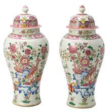 Pareja de tibores chinos en porcelana de estilo Compañía de Indias, de mediados del siglo XX