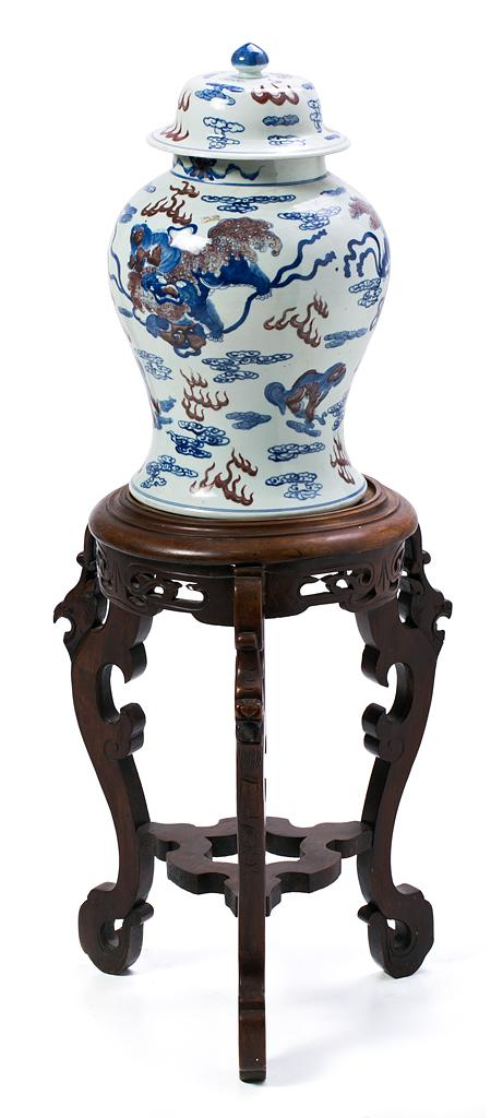 Chinese porcelain lidded vase, first third of the 19th century