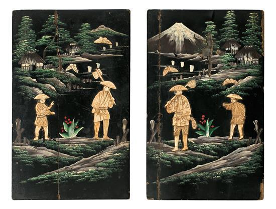 Pareja de plafones japoneses en madera lacada y policromada y con aplicaciones en hueso, de mediados del siglo XX