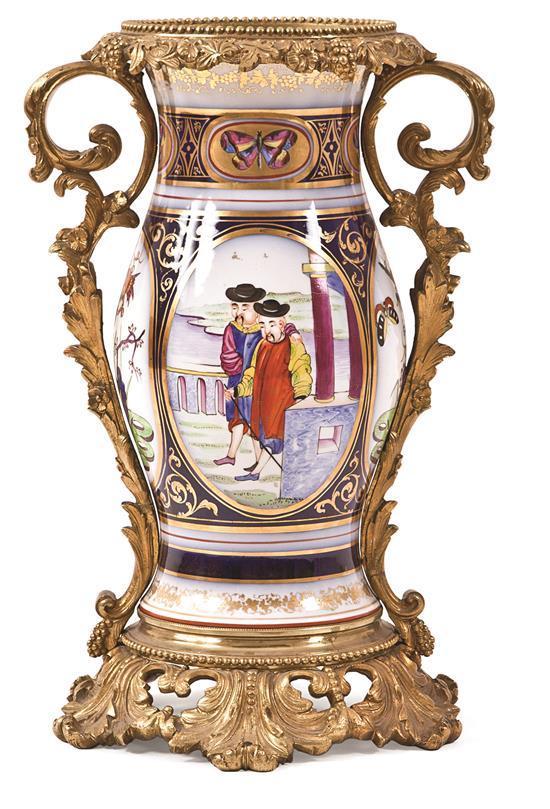 Jarrón francés estilo chino mandarín y Cantón en porcelana con montura en bronce dorado, de finales del siglo XIX