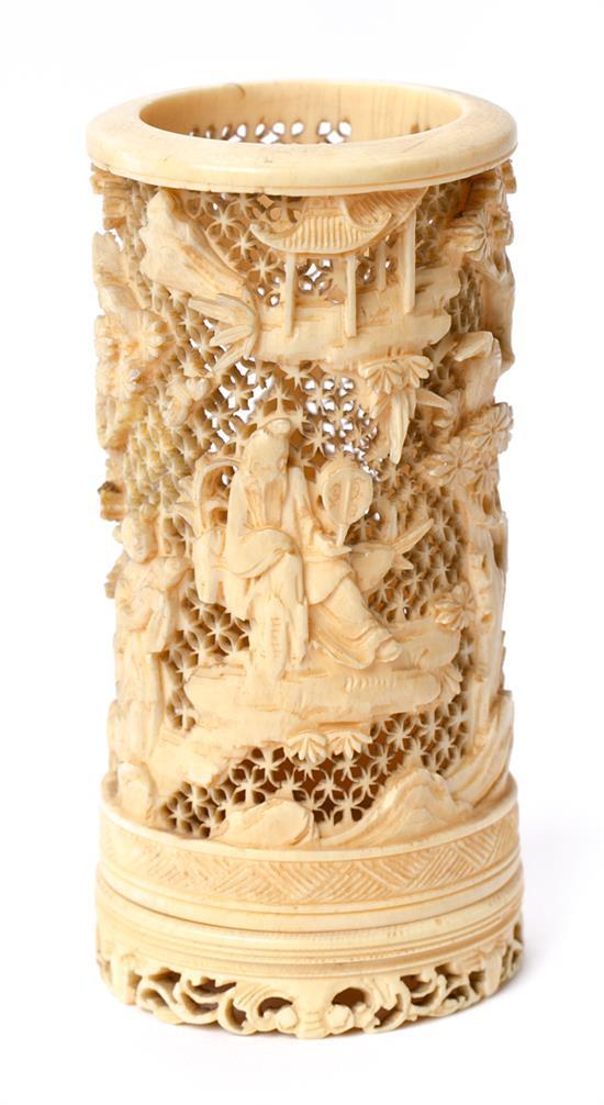 Chinese paintbrush jar in carved and fretted ivory, first third of the 20th Century