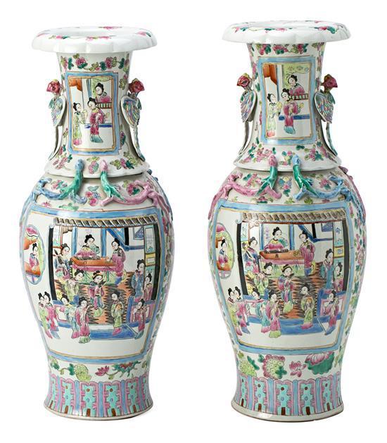 Pareja de jarrones chinos en porcelana Familia Rosa, de principios del siglo XX