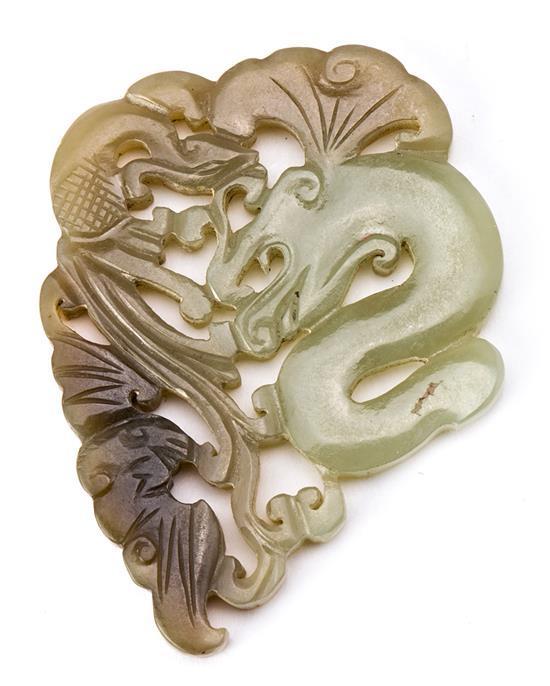Escuela china de mediados del siglo XX Dragón Colgante en jade nefrita tallado y calado