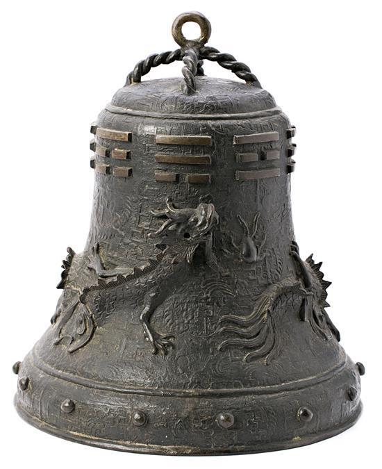 Campana china en bronce, de la primera mitad del siglo XX