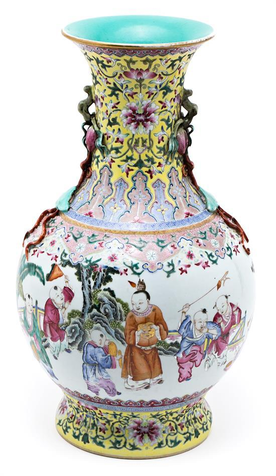 Chinese porcelain vase of the Republic, mid 20th century