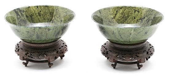 Pareja de cuencos chinos en nefrita espinaca, de mediados del siglo XX