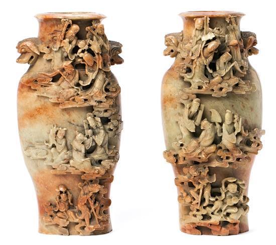 Escuela china de las primeras décadas del siglo XX Pareja de jarrones Esteatita tallada