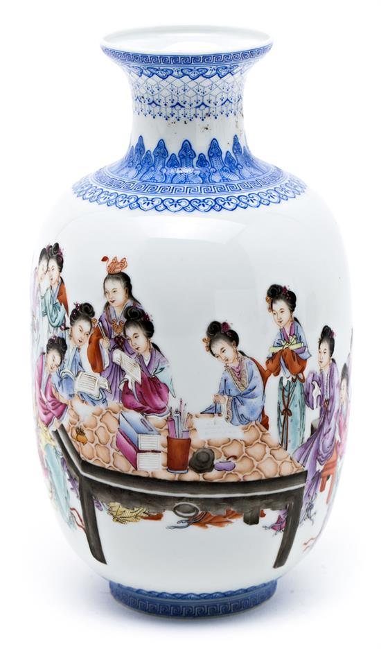 Chinese porcelain vase, 20th century