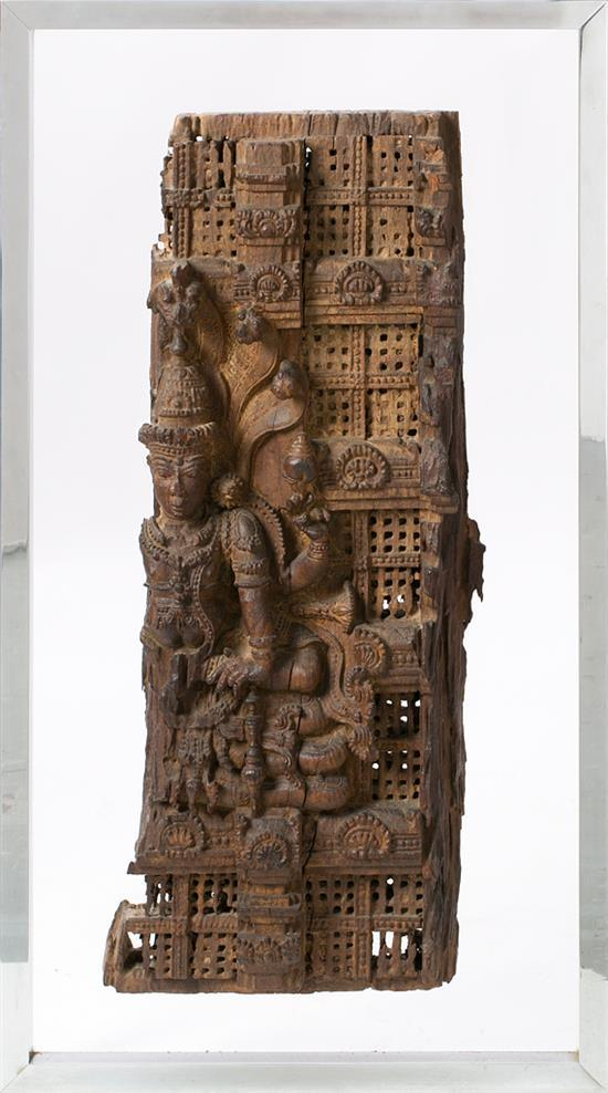 Escuela hindú del siglo XVIII Divinidad Altorrelieve en madera tallada y calada