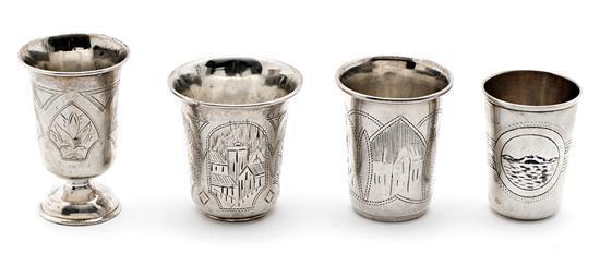 Tres vasos y copa rusos en plata y plata nielada de Moscú, de finales del siglo XIX
