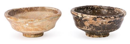 Dos escudillas góticas en cerámica parcialmente vidriada, de los siglos XIV-XV