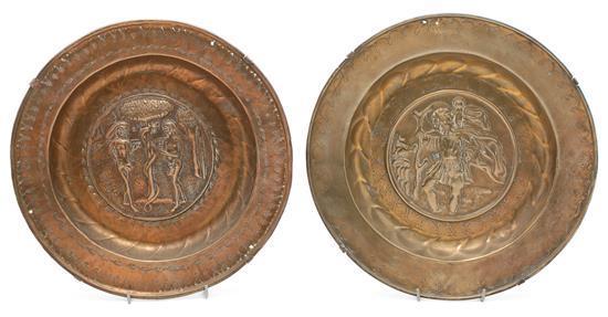 Dos platos petitorios en latón de Dinand o de Núremberg, del siglo XVI
