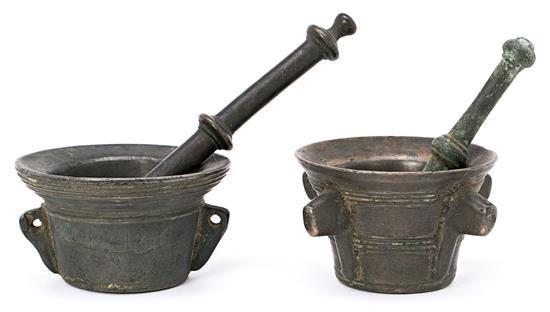 Dos morteros españoles con su mano en bronce, de los siglos XVI-XVII