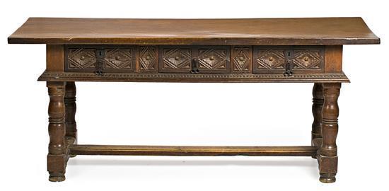 Mesa navarra en nogal tallado y torneado, del siglo XVII con transformaciones del siglo XIX