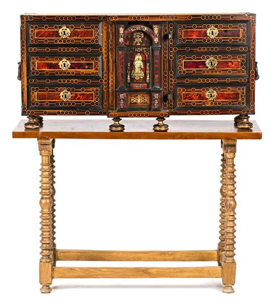 Spanish cabinet in walnut and tortoiseshell with boxwood filleting and gilt-bronze applications, late 17th-early 18th Century