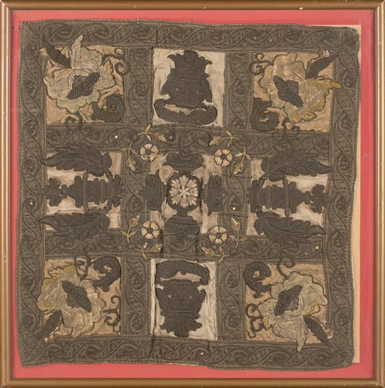 Cuadrante italiano en seda con aplicaciones bordadas, del siglo XVII