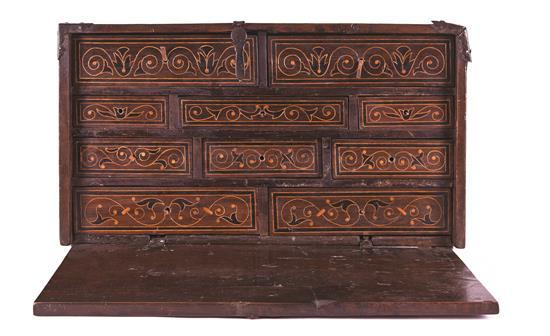 Bureau from Aragon in walnut with boxwood inlay and filleting, 17th Century