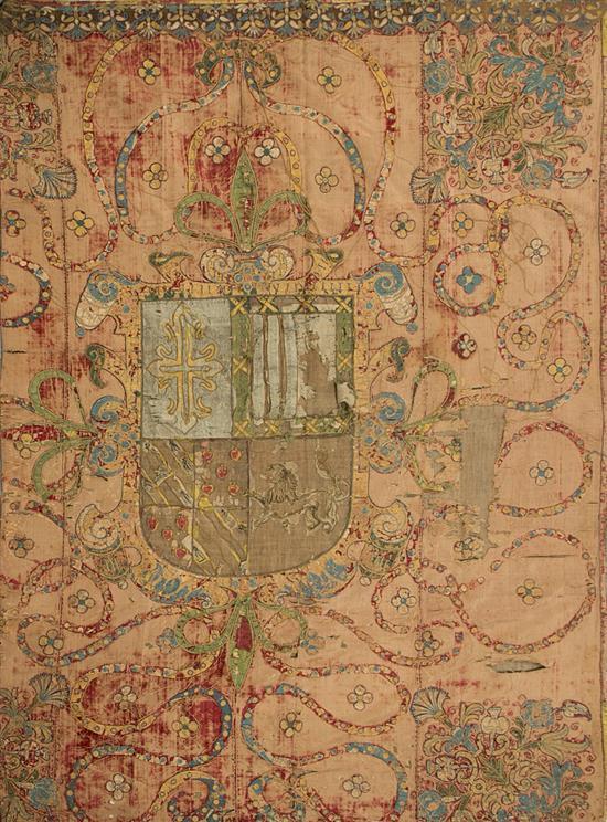 Repostero blasonado español en terciopelo con aplicaciones en seda, del siglo XVII