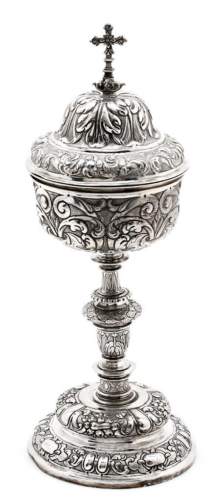 Copón español en plata, del siglo XVII