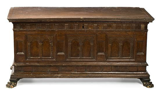 Arca catalana en nogal, del siglo XVIII